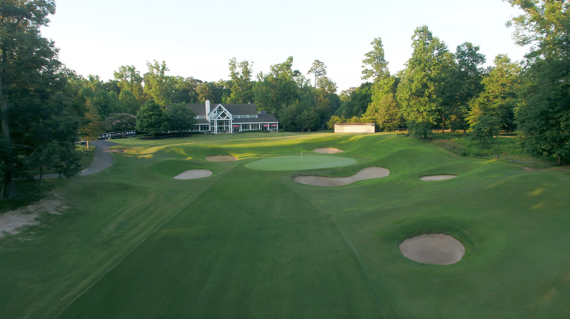 Green Course Club House & Hole #18 at Golden Horseshoe Golf Club